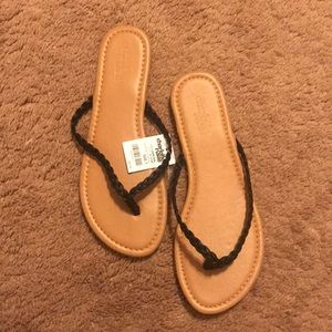 Braided black leather flip flop